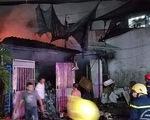 Cháy lớn vựa phế liệu trong đêm, người dân xung quanh hoảng hốt