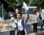 Biểu tình đầu tiên ở Myanmar phản đối đảo chính