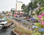 Dân Sài Gòn đến bến Bình Đông tham quan chợ hoa xuân