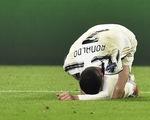 Ronaldo mắc sai lầm khi đứng hàng rào, HLV Pirlo nói gì?
