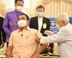 Thủ tướng Prayuth tiêm vắc xin AstraZeneca để làm gương cho dân