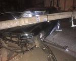 Xe 7 chỗ 'hạ gục' 5 cột điện, 122 hộ dân mất điện đến tối