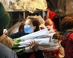 Chợ hoa lớn nhất Hà Nội đắt khách cận ngày 8-3