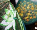 Nón lá, túi xách, ví từ lá sen, cỏ bàng được tô điểm thành sản phẩm