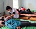Cả làng ở Kon Tum có 3 người chết, 21 người nhập viện với cùng triệu chứng
