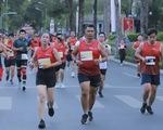 Vừa chạy bộ, vừa quảng bá hình ảnh thành phố