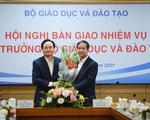Ông Phùng Xuân Nhạ bàn giao nhiệm vụ cho tân bộ trưởng Bộ GD-ĐT