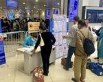 Sân bay Nội Bài hỗ trợ khách khai báo y tế để không kẹt dịp nghỉ lễ 30-4