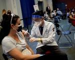 Vì sao chuyên gia đông máu khuyên nên tiêm vắc xin COVID-19?
