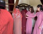 Bạn trẻ mặc áo dài đến Bảo tàng Áo dài dịp Giỗ Tổ