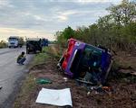 Lật xe khách trên quốc lộ 14, 30 hành khách bị thương
