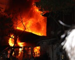 Cảnh sát PCCC cứu sống 5 người mắc kẹt trong đám cháy lúc rạng sáng