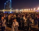 Hàng trăm bữa tiệc ở Tây Ban Nha mừng bỏ giới nghiêm vì COVID-19