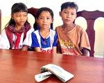 3 học sinh tiểu học trả lại 42 triệu đồng cho người đánh rơi