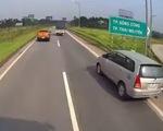 Phạt nặng nữ tài xế lùi xe trên cao tốc