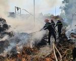 Cháy lớn tại kho chứa rơm trồng nấm, chủ nhà bị bỏng phải đi cấp cứu