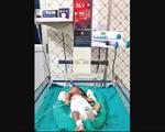 Em bé sơ sinh Ấn Độ chiến thắng nguy kịch COVID-19