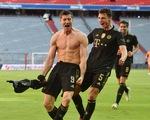 Ghi bàn phút 90, Lewandowski đi vào lịch sử trong ngày nâng đĩa bạc Bundesliga
