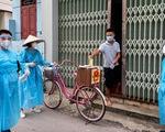 Tâm dịch Bắc Giang: Tổ bầu cử đạp xe chở hòm phiếu đến tận nhà để dân bầu cử