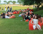 Phạt 17,5 triệu đồng chủ quán để khách tụ tập đông nghịt ở bãi đá sông Hồng