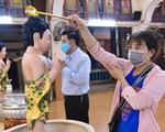 Những hình ảnh trong Đại lễ Phật đản, người dân cầu cho dịch COVID-19 qua mau