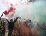 Trận Man Utd - Liverpool bị hoãn vì cổ động viên bạo loạn