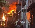 Cháy xưởng ghế sofa ở quận Bình Tân, dân phụ dập lửa bất thành