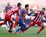 Barca chia điểm với Atletico Madrid ở trận