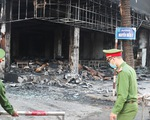 Hiện trường phòng trà tan hoang sau vụ cháy 6 người chết