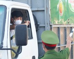 Chở hàng hóa vào thành phố Vinh, tài xế lo bị cách ly 21 ngày