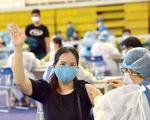 Một điểm tiêm vắc xin làm việc xuyên trưa tiêm cho 9.200 người trong ngày