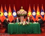 Tổng bí thư hai nước Việt, Lào chứng kiến lễ ký các văn kiện hợp tác