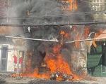 Căn nhà 2 tầng bùng cháy giữa ban ngày ở TP.HCM