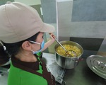 Nữ giám đốc vào bếp