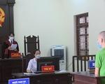 Thanh niên lăng mạ, tấn công cán bộ chốt kiểm dịch bị phạt 2 năm tù