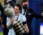Người hâm mộ khắp thế giới bật khóc khi Messi nâng cúp vô địch Copa America