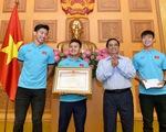 Thủ tướng Phạm Minh Chính tặng bằng khen cho đội tuyển Việt Nam