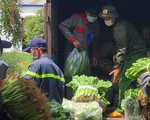 Nhóm bạn trẻ Việt Hiphop ủng hộ 3 tấn rau củ cho người dân khó khăn ở TP.HCM