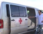 Dùng xe cứu thương