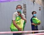 1.300 giỏ quà nghĩa tình trao đến tay người dân ở khu phong tỏa