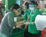 Siêu thị mang thịt, cá, rau... ra tận cửa bán, khách ghi đơn hàng nhờ