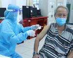 Khẩn trương tiêm vắc xin cho người bệnh mãn tính, béo phì tại TP.HCM