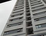 Rơi từ tầng 6 chung cư xuống tầng 3, bé trai 3 tuổi tử vong