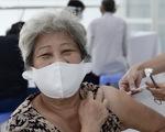 Người nghèo ở TP.HCM vui như tết vì được tiêm vắc xin