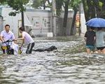 Bão In-Fa ập vào Trung Quốc: Cây bật gốc, phố xá ngập nước, dự báo đổ bộ lần 2