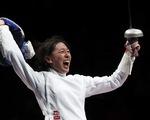 Cha bệnh hấp hối, nữ kiếm sĩ Trung Quốc gạt lệ dự Olympic, đoạt huy chương vàng
