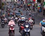 Người dân TP.HCM hối hả trước giờ hạn chế ra đường