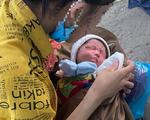 Bé 9 ngày tuổi được chở về quê trên xe máy đã được giúp đỡ ở Đà Nẵng