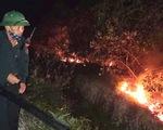 Hà Tĩnh: 400 người được huy động dập vụ cháy rừng thông trong đêm