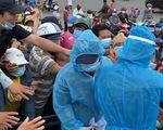 Đám đông chen nhau vì giấy xét nghiệm COVID-19, ban quản lý chợ Bình Điền nói gì?